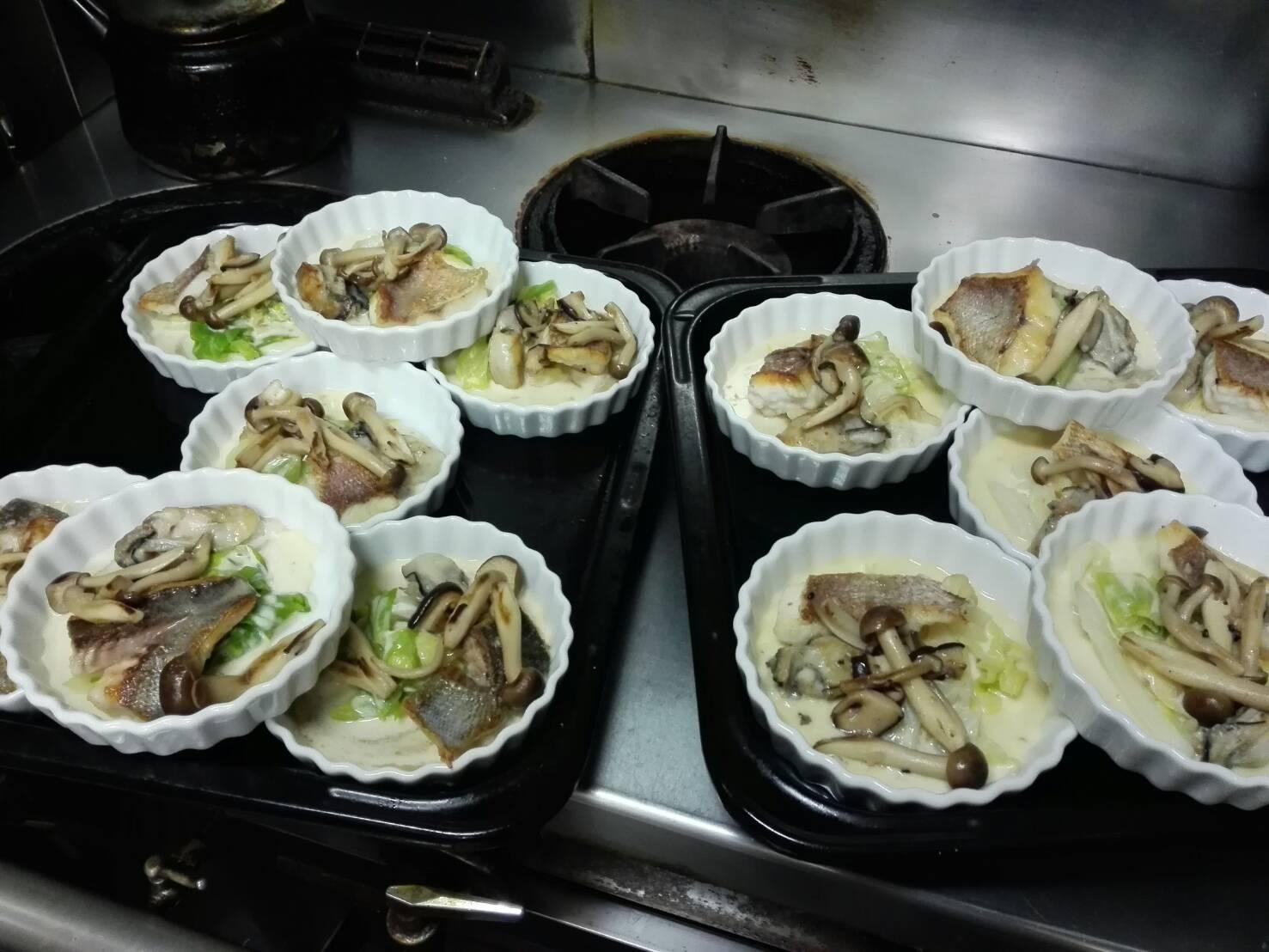 お魚料理は鯛と牡蠣のバーニャカウダ