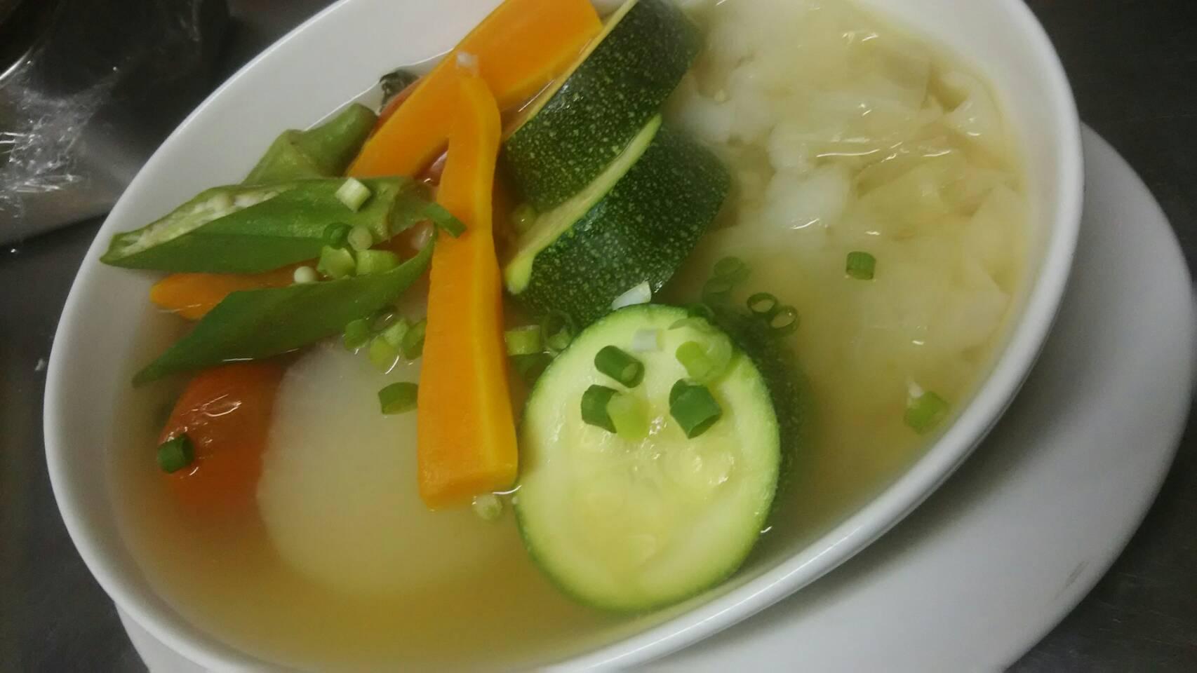 ラヴィオリと信州野菜のポトフ